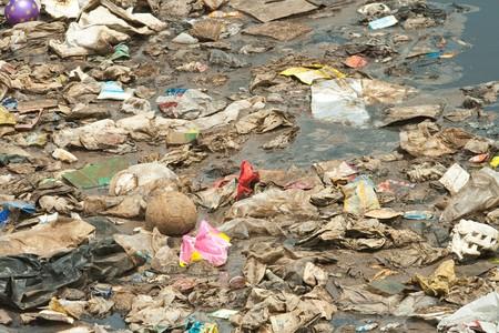 disdain: Contaminaci�n de las aguas residuales, basura, decubrieron, Bad Life