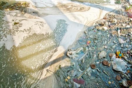 weerzinwekkend: Afval water, garbage, verontreiniging, slechte leven