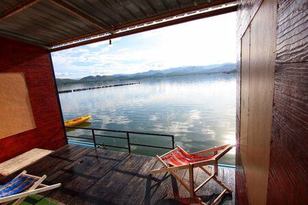 View after Srinakarind Dam lake at Kanchanaburi, Thailand 스톡 콘텐츠