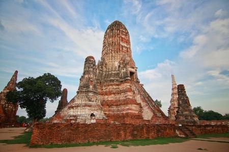 Watchaiwatthanaram, Buddha statue, historical park in Ayutthaya, Thailand Редакционное