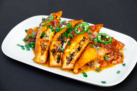 haloumi: Crispy Halloumi cheese sticks Fries with Chili sauce for dipping