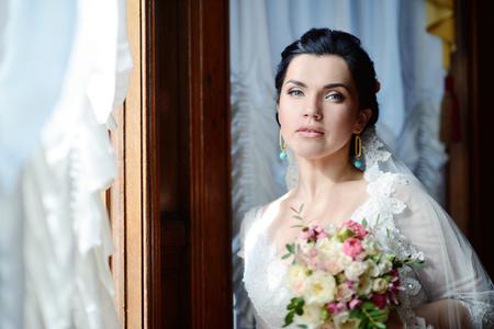 Bruidsjurk met kanten sluier