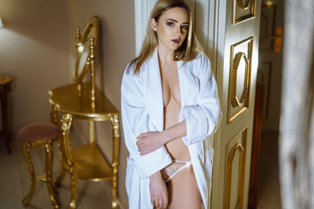 Beautiful sexy lady in elegant white robe 写真素材 - 117095971