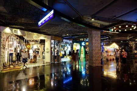 Cloth stores in the mall Редакционное