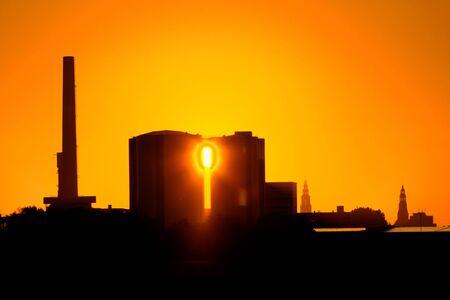 groningen: Fabriek Suikerunie Groningen bij zonsopgang
