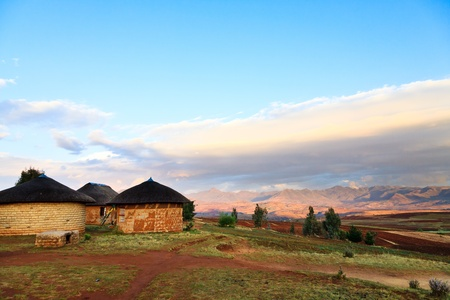 Village in the mountains of South Africa 免版税图像