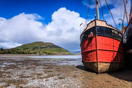 wheater: Boats in the harbour lying dry in the mud