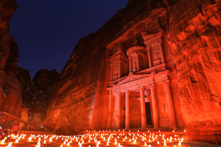 Il Tesoro, Petra By Night. Antica città di Petra, Al Khazneh in Giordania