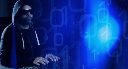 codigo binario: concepto de hacker inform�tico, c�digo binario resumen de antecedentes Foto de archivo