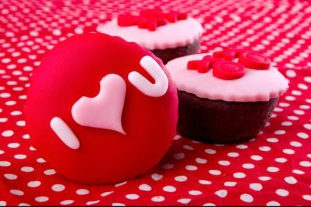 Cupcake con Ti amo scritto su di esso Archivio Fotografico - 18567401
