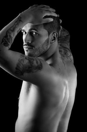 sexy tattoo: Muscular joven con muchos tatuajes Foto de archivo
