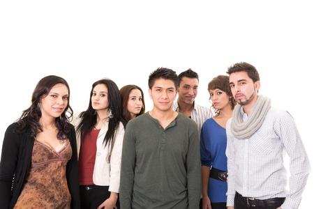 file d attente: Les gens multi ethniques debout isol� sur fond blanc