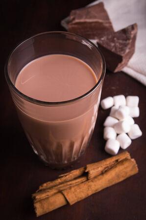 guilty pleasure: bebida de chocolate elaborada con ingredientes crudos