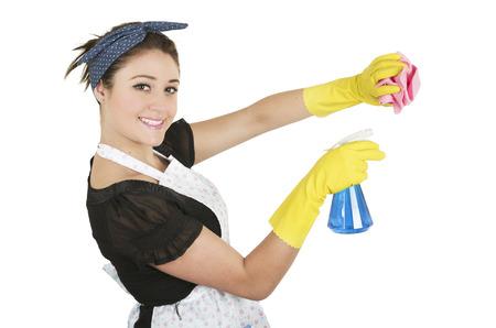 servicio domestico: Joven vista lateral de limpieza ama de casa bastante aislado en blanco Foto de archivo