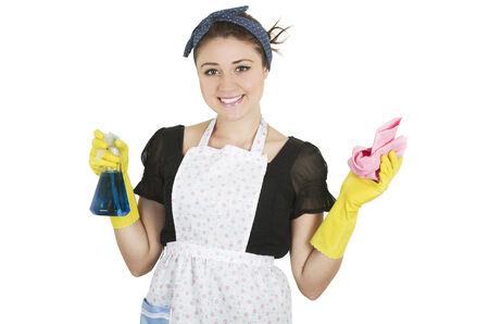 productos de limpieza: Niña con delantal y sosteniendo los productos de limpieza felices jovenes aislados en blanco