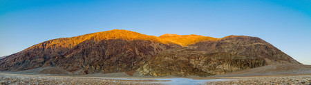 evaporated: Panorama di bella landcape in Badwater tramonto nella Death Valley National Park Archivio Fotografico