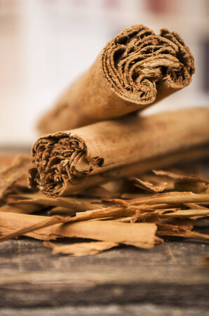 cannelle: closeup cinnamon sticks on wooden table selective focus Stock Photo