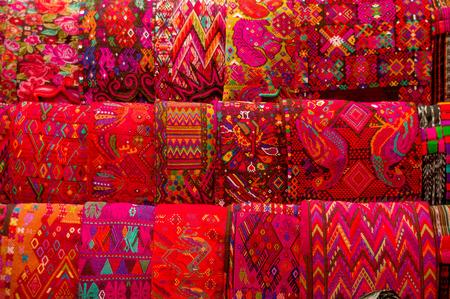 textiles mayas traditionnels sur l msrket décrochage à Antigua Guatemala Banque d'images