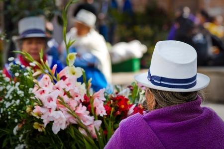 cuenca: CUENCA, ECUADOR - AUGUST 22, 2010: Indigenous woman selling flowers in Plaza de Flores Square in Cuenca