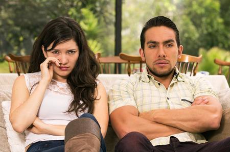 Ehepaar kämpfen, die ein Argument zu Hause Standard-Bild - 36280155