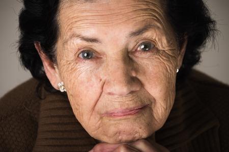 甘い愛情のある幸せな祖母のポートレート、クローズ アップ 写真素材