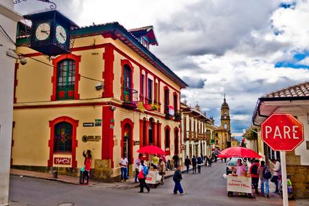 BOGOTA, COLOMBIA - 9 februari 2015: La Candelaria, koloniale wijk die is een culturele en historische mijlpaal in Bogota, Colombia Redactioneel