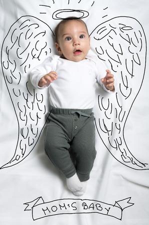 bebes lindos: Bebé lindo bebé con alas de ángel boceto