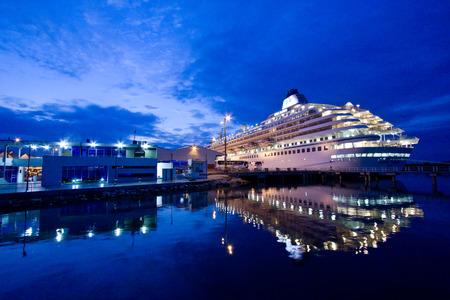 GUAYAQUIL, ECUADOR - 15 de enero de 2010: crucero de lujo en el importante puerto de Guayaquil. Editorial