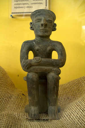 quechua: Replica figurine in archaelogical museum in Santa Elena, Ecuador Editorial