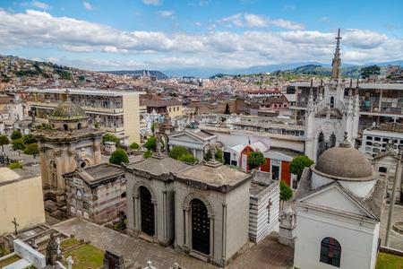 religion catolica: San Diego cementerio en parte vieja de Quito que muestra gran visi�n de conjunto de la ciudad de fondo.