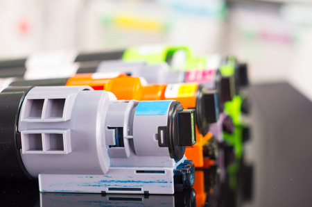 Kopieermachine printer cartridges cmyk close-up shot, selectieve aandacht