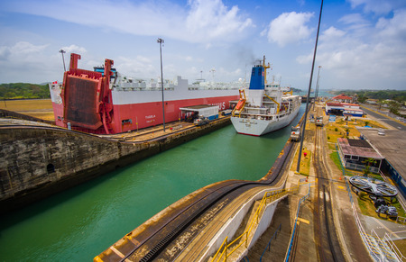 COLON, PANAMA - APRIL 15, 2015: SHip enters the Gatun Locks in the Panama Canal. This is the first set of locks situated on the Atlantic entrance of the Panama Canal. 報道画像