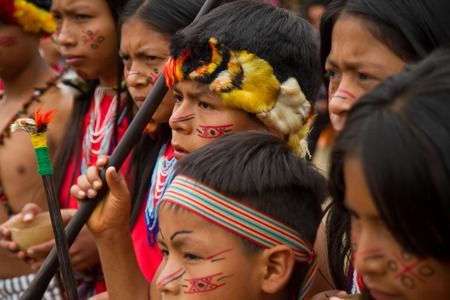 ZAMORA, ECUADOR - JUNE 19, 2010: Unknown people belonging to the Shuar indigenous community in the ecuadorian jungle. 報道画像