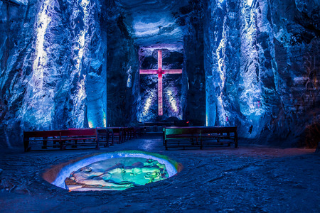 ZIPAQUIRA, COLOMBIA - FEBRUARY 3, 2015: Marble and salt sculptures at underground Salt Cathedral Zipaquira built within the multicolored tunnels from a mine. One impresive accomplishment of Colombian architecture. Stock Photo - 45000140