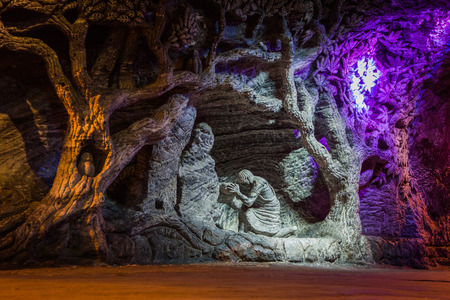 ZIPAQUIRA, COLOMBIA - FEBRUARY 3, 2015: Marble and salt sculptures at underground Salt Cathedral Zipaquira built within the multicolored tunnels from a mine. One impresive accomplishment of Colombian architecture. Zdjęcie Seryjne - 45000130