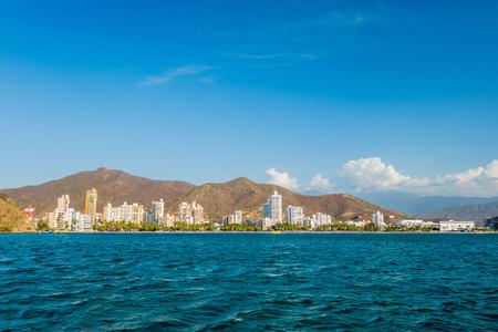Prachtige stads beeld weergave van Rodadero strand in Santa Marta, Colombia