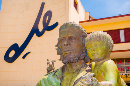 guerilla: SANTA CLARA, CUBA - SEPTEMBER 5, 2015: Che Guevara statue or monument outside the Communist Party Headquarters in the city. The monument was designed by Jose Delarra, nowadays is a tourist landmark. Editorial