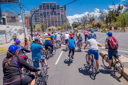 passe: QUITO, ECUADOR - MARZO 23, 2015: Unidentified people waiting red light to passe trought important avenue in a sunny day, trees and buildings around