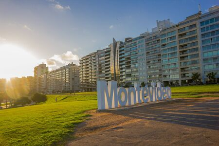 ortseingangsschild: MONTEVIDEO, URUGUAY - MAY 04, 2016: nice view of the city buildings located infront of a park where the montevideo sign is.