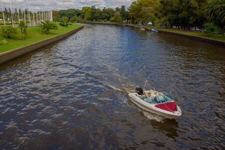 tigre: TIGRE, ARGENTINA - MAY 02, 2016: little boat sailing on the river with a lot of trees in the background. Editorial