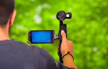 手持ちの携帯電話用カメラ安定装置