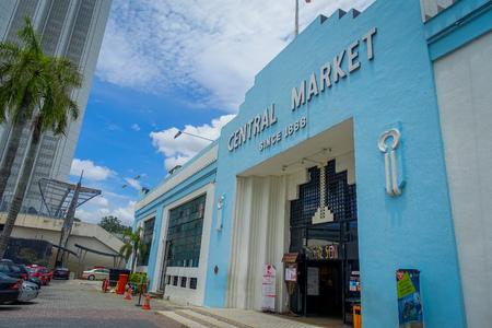 Kuala Lumpur, Malaisie - 9 mars 2017: Ancienne façade vintage bleue du marché Cental à Jln Hang Kasturi. Le marché construit en 1988 est classé comme site patrimonial par la Malaysian Heritage Society.
