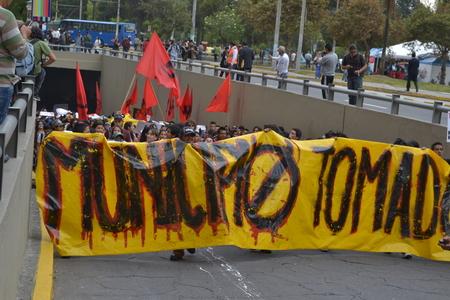 キト, エクアドル - 2016 年 1 月 28 日: キト エクアドル、転記サイン arbolito 公園内反 bullfightting で 3 月の抗議者の身元不明者 報道画像
