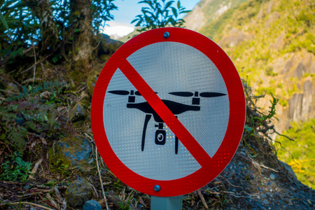 drones: SOUTH ISLAND, NEW ZEALAND- MAY 25, 2017: An informative sign of do not allow use drones danger in a beautiful landscape of Franz Josef Glacier National Park, in New Zealand Editorial
