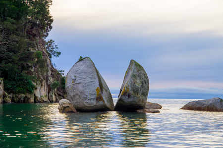divide: Beautiful split Apple Rock in Abel Tasman National Park, located in South Island in New Zealand