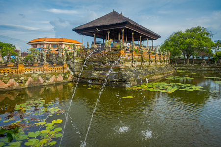 hinduist: BALI, INDONESIA - MARCH 08, 2017: Scenes of Hinduist hell from Ramayana on Royal Palace, Ramayana is a Hindu epics, base of the Hindu religion, in Indonesia