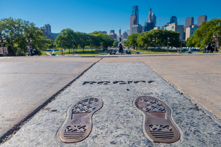 필라델피아, 미국 -2006 년 11 월 22 일 : 필라델피아에서 바위 단계 기념물. 이 기념물은 1976 년부터 유명한 영화 Rocky를 기념합니다. 스톡 콘텐츠 - 81092228