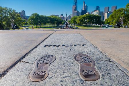 필라델피아, 미국 -2006 년 11 월 22 일 : 필라델피아에서 바위 단계 기념물. 이 기념물은 1976 년부터 유명한 영화 Rocky를 기념합니다. 에디토리얼
