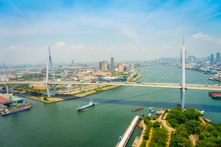 OSAKA, JAPAN - 18. JULI 2017: Schöne Ansicht der Stadt von Osaka-Bezirk in Osaka, Japan an einem schönen Tag