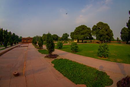 DELHI, INDIA - SEPTEMBER 25 2017: Bautiful outdoor view of the Sawan or Bhadon Pavilion in Hayat Baksh Bagh of Red Fort at Delhi, fish eye effect Editöryel